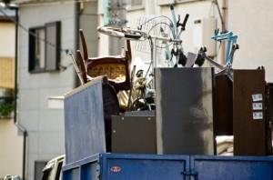ほとんどの荷物を捨てる予定なら、不用品回収業者から見積もりを取る